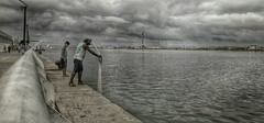 (Rodrigo_Rocha_Pe) Tags: branco g4 preto recife pernambuco pescador marcozero mobgraphia rodrigorochape