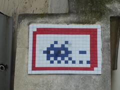 PA 0848 / Space Invader (Archi & Philou) Tags: streetart mosaic spaceinvader tiles pixelart mosaque paris15 carreau