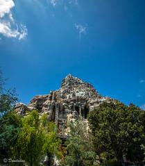 Matterhorn (Domtabon) Tags: california disneyland disney matterhorn dl dlr disneylandresort mousewait