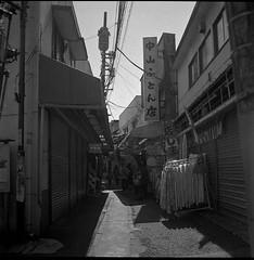 0664 (nori 4_4) Tags: trix 11 d76 yokohama 2007 yashicamat124g totsuka