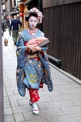 Stroll through Gion (Melanie Georgiou Photography) Tags: japan kyoto maiko geiko geisha gion