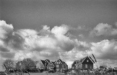 Marken cloudy but nice (Arne Kuilman) Tags: blackandwhite film netherlands clouds iso100 town nederland wolken samsung scan pointandshoot v600 agfa marken stad acros slimzoom290ws