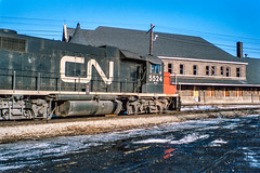 Making the Turn (DNO_Dennis) Tags: snow station cn durand gtw gp382 5524 nikones1