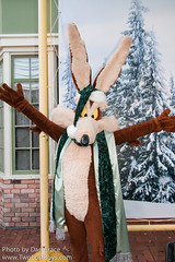 Christmas at Six Flags (Disney Dan) Tags: travel winter usa america newjersey december unitedstates character unitedstatesofamerica nj northamerica characters sixflags greatadventure warnerbros warnerbrothers looneytunes 2015 sixflagsgreatadventure wileecoyote othercharacters