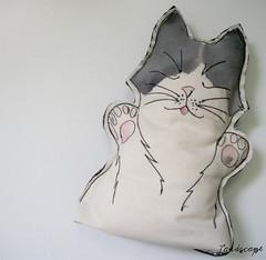 Sweetie Face II (My Own Landscape Dreams) Tags: cats illustration arte handmade embroidery gatos decorao ilustrao bordado almofadas feitoamo freeembroidery casaedecorao myownlandscapedreams lojalandscape ilustraobordada thasmelo