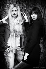 friendship (PIXXELGAMES - Robert Krenker) Tags: girls blackandwhite tree dark blond fujifilm blacknwhite fujinon twogirls younggirls darkhairs