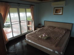Southern Thailand Bungalow Resort Tha Khuen Nakhon Si Thammarat (hn.) Tags: window thailand hotel bed bett rooms lodging fenster room zimmer south resort accommodation bungalow gastronomie gastronomy a9 nakhonsithammarat doublebed sden provinz unterkunft southernthailand doppelbett souththailand sdthailand bungalowresort nakhonsithammaratprovince chanwatnakhonsithammarat poonsuk poonsukresort thakheun thakhuen chanwatnakhonsrithammarat sdregion thakhun nakhonsrithammaratprovince provinznakhonsithammarat provinznakhonsrithammarat amphoethasala rooma9 chanwat amphoerthasala