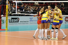 GO4G9664_DxO_R.Varadi (Robi33) Tags: game girl sport ball switzerland championship team women action basel tournament match network volleyball block volley referees viewers