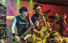 Flako Txarrena, Txus Marav y El Drogas (juan antonio gamez) Tags: bajo guitarra heavymetal hardrock batera barricada polygram rockalternativo rockradicalvasco lavenganzadelaabuela eldrogas txarrena rockurbano bmgariola soua brgidoduque eugenioaristu brigiduke txusmarav malditorecords droeastwest enriquevillarrealarmendriz flakotxarrena