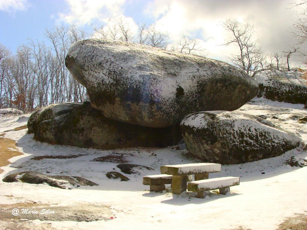 Pedra Bolideira em dia de nevada ...