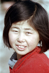 31-387 (ndpa / s. lundeen, archivist) Tags: city winter portrait people woman color fall film girl face 35mm candid nick citylife streetphotography streetlife korea korean seoul 1970s southkorea 1972 31 youngwoman dewolf nickdewolf photographbynickdewolf reel31