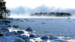 Sea smoke in a winter morning at -22C (Kallahti, Helsinki, 20160106) (RainoL) Tags: winter cold finland geotagged helsinki january balticsea helsingfors fin seasmoke vuosaari 2016 uusimaa nyland kallahti kallahdenniemi frostsmoke kuningatar kallvik steamfog 201601 drottningen nordsj kallviksudden merisavu 20160106 geo:lat=6018444153 geo:lon=2515002393