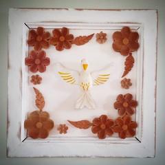 Quadro divinos com flores.  #artesanato #artesanal #artesanatomineiro #divino #decoração #decorar #decoracao (fabriciabarcelos) Tags: artesanato artesanal decoração decoracao divino decorar artesanatomineiro