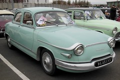 PANHARD PL 17 L4 verte - 1962 (xavnco2) Tags: show france green classic cars car club sedan automobile meeting exposition saloon berline verte panhard arras frech classique pasdecalais 2016 berlina rassemblement pl17 panhardetlevassor auos ravera6a bourseexpo