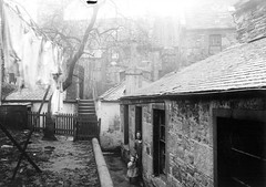Unknown (Dundee City Archives) Tags: old yards woman building stone back child photos dundee victorian courts slum slums 1918 victorianhousing victoriantenements olddundeephotos smallswynd