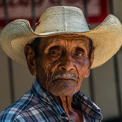 ADW_3626 (RaspberryJefe) Tags: mexicans wrinkles zihuatanejo cincodemayo mexico2015 mexico2016