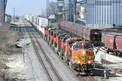Eastbound at Ransom (rockislandlines) Tags: railroad santafe illinois locomotive ge bnsf ransom