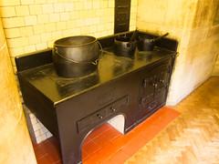 Castle wood stove (quinet) Tags: uk england castle antique stove schloss bamburgh herd chteau ancien antik grossbritannien pole grandebretagne