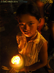 khmer-candle-girl2 (Stiliko Imagery) Tags: portrait people night cambodia candles child earring phnompenh offerings vendors khmerchildren khmerfemale dongkershrine