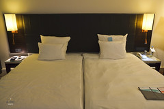 Two single beds (A. Wee) Tags: germany hotel bedroom europe lemeridien 欧洲 德国 斯图加特 艾美 酒店stuttgart