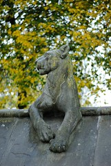 _The Carnival of the Animals (__Bright lights) Tags: autumn color green leaves animal yellow statue outside grey bokeh outdoor lion flin griffes exterieur