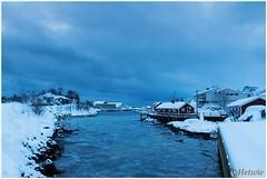 Schemering op Svinya (HP003447) (Hetwie) Tags: winter snow nature norway night landscape see vakantie sneeuw natuur zee avond landschap eiland svolvr noorwegen nordland noorderlicht svinya huisjes rorbruer svolvr svinya