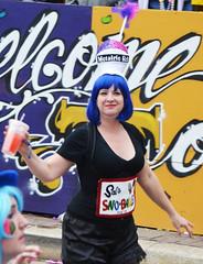 La Dame de Metairie Road - Krewe of Tucks parade (Monceau) Tags: walking women colorful neworleans parade mardigras beadwork streetnames kreweoftucks metairieroad damesdeperlage