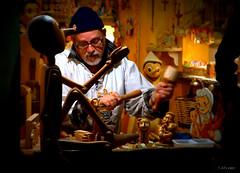 Gepetto (A. del Campo) Tags: portrait roma trabajo madera nikon italia marioneta retrato taller nikkor pinocho gepetto artesano nikond3000