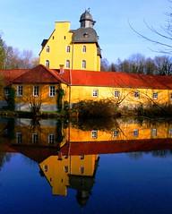 Ein Schloss auf blauem Grund © Ludwig Teichmann (Stadt SHS) Tags: natur schloss wald kultursommer jagdschloss jagtschloss schlossholte seenundteiche sennebäche