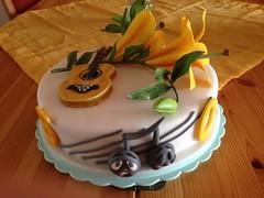 Geburtstagstorte (zucker.rose) Tags: gitarre zahlen lilien noten notenlinien
