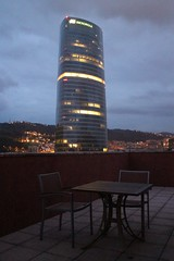 Bilbao - Torre Iberdrola justo antes del amanecer (Towner Images) Tags: city tower sunrise dawn twilight spain torre chairs balcony bilbao seating basque utilities euskadi iberdrola towner townerimages