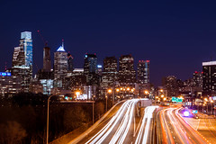Philadelphia (ch.gunkel) Tags: nightphotography usa philadelphia skyline america lights pennsylvania timeexposure freeway philly amerika nachtaufnahme phila langzeitbelichtung lighttrail cityofbrotherlylove lighttrace