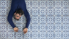 Breaking patterns (- Cajn de sastre -) Tags: blue selfportrait azul relax autoretrato relaxing tiles lying bearded azulejos fineartphotography creativeselfportrait barbudo linearpatterns conceptualimage 52weeksproject 52weeksofphotography 52in2016challenge patroneslineales