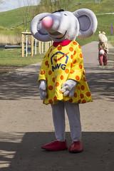 Maskottchen-Parade (Helmut44) Tags: park animal germany deutschland parade magdeburg tier maus feier sachsenanhalt maskottchen elbauenpark knuddelstar