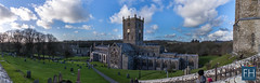 St. Davids Cathedral (felix.hohlwegler) Tags: greatbritain panorama wales architecture canon eos britain outdoor wiese kirche architektur canoneos stdavids cathedra 500d canon500d stdavidscathedral