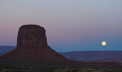 Moon over Monument Valley (krchr99) Tags: arizona moon sunrise landscape fullmoon monumentvalley navajotribalpark