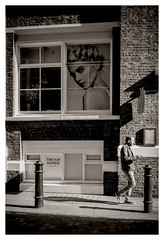 DSCF0443 (Jazzy Lemon) Tags: uk england london english britain candid streetphotography april british socialdocumentary 18mm 2016 jazzylemon fujifilmxt1