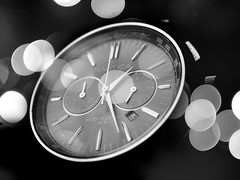 Crculos (Obedph) Tags: white black clock exposure bokeh circles watch double reloj doble exposicin crculos