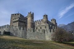 Fenis_dicembre 2015-11 (Stefano Merli) Tags: italien winter italy tower castle wall italia december torre tour northwest hiver towers medieval walls mura fortification dezember polarizer tours inverno castello dicembre chteau medievale italie nord maniero burg muraille merli dcembre stadtmauer valledaosta xiii northernitaly merlon aoste fenis aostavalley vda polarizzatore zinne fnis valledaoste mastio polariseur norditalia aostatal polarisator italiedunord northwestitaly chteaudefnis stylemdival mdival lovevda ilovevda italieseptentrionale italiedunordouest burgvonfnis