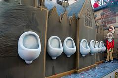 Wagen: Pissoir am Klner Dom (wuestenigel) Tags: kln wc pissoir karneval klnerdom rosenmontag urin urinieren pinkeln fastelovend wildpinkler dupisstklle
