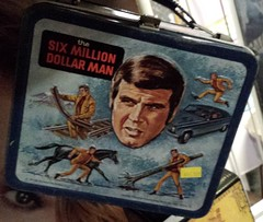 Six Million Dollar Man lunchbox at Wild Bill's Nostalgia in Middletown, CT (FranMoff) Tags: flickr lunchbox wildbills sixmilliondollarman leemajors wildbillsnostalgia