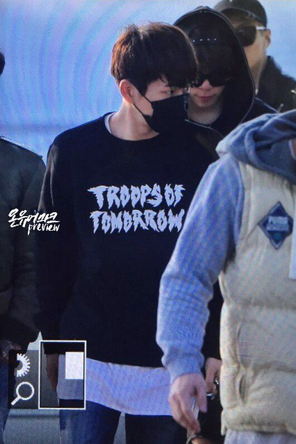 160328 Onew @ Aeropuerto de Incheon {Rumbo a China} 25478132133_215d1200a7_z