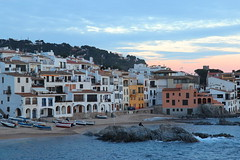 Calella de Palafrugell (Albert T M) Tags: atardecer catalonia catalunya costabrava cataluña platja palafrugell catalogne capvespre calelladepalafrugell baixempordà poblepesquer
