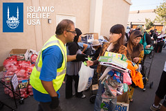 Islamic Relief USA volunteers pass our Qurbani meat at a pantry in Los Angeles.