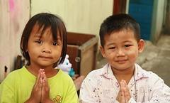 polite children (the foreign photographer - ) Tags: two portraits canon children thailand kiss respect bangkok wai polite paying khlong bangkhen thanon 400d