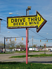 Drive Thru, Warren, OH (Robby Virus) Tags: ohio beer sign drive store wine business liquor alcohol signage booze warren arrow through thru