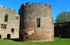 The round Chapel Ludlow Castle (Eddie Crutchley) Tags: england sunlight outside ruins europe shropshire chapel medieval ludlow ludlowcastle historicbuilding greatphotographers