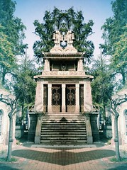 Mausoleo Inca (Sergio_Gutierrez) Tags: chile sky building inca architecture death arquitectura photobooth cementerio cementery mausoleo