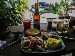 """Flores: aubergines grillées avec sauce tomate maison et parmesan. Sans oublier la bière Dorada. <a style=""""margin-left:10px; font-size:0.8em;"""" href=""""http://www.flickr.com/photos/127723101@N04/26214817636/"""" target=""""_blank"""">@flickr</a>"""