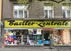 Bastler-Zentrale (Stewf) Tags: yellow storefront lettering script repaired ladewigco